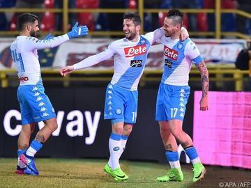 Nápoles gana a Bolonia con gol de Callejón