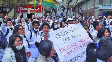 Médicos advierten con retomar protestas por nuevo Código Penal