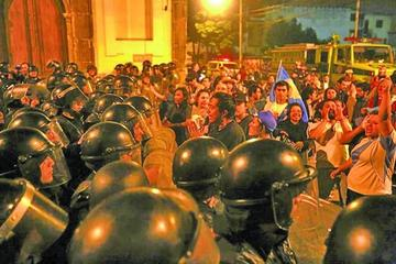 Guatemaltecos frenan un pacto político que favorece a corruptos