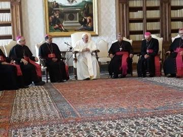 Papa pide a los bolivianos no tener miedo y conservar la fe