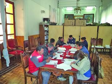 Los concejales debaten por lista de asistencia a las sesiones ordinarias