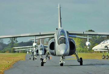 Confirman el interés de Bolivia por aviones Pampa de industria Argentina