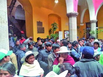 Vecinos se movilizan contra la Alcaldía
