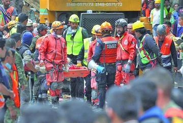 La población mexicana demanda acelerar rescate de más víctimas
