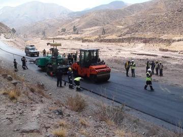 Sedeca asfalta el camino que une Don Diego con Huari Huari