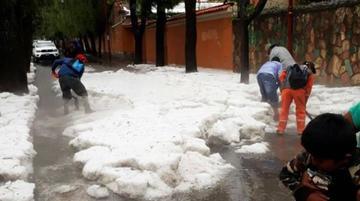 Lluvia y granizo inundan calles y viviendas de la ciudad de Tarija