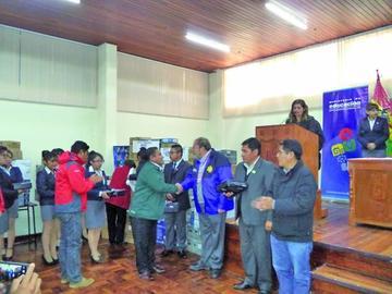 Otorgan equipamiento para 19 institutos superiores en Potosí