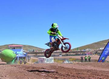 Marco Antezana gana el nacional de motociclismo