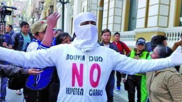Oficialistas y opositores llevan su pulseta por la reelección a la OEA