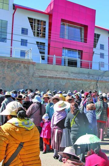 Marcha de vendedores abre el debate para el traslado de la feria