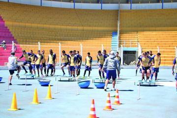 Los lilas trabajarán hoy en dos grupos en el gimnasio