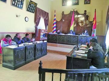 Opositores demandan renuncia de la directiva del Concejo Municipal