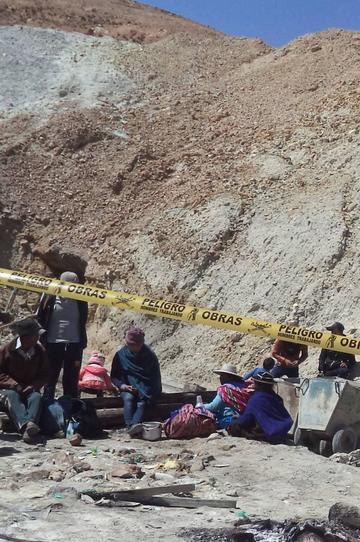 Padres de los desaparecidos no se  irán del cerro hasta recuperarlos