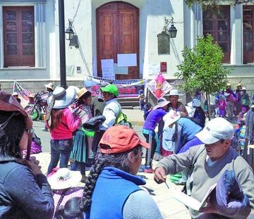 Pobladores ratifican el apoyo a sus dirigentes