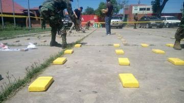 Detienen a dos bolivianos con 480 kilos de cocaína en Brasil