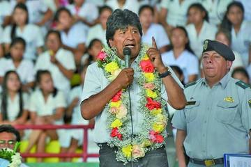 Presidente Morales pone en duda cancelación del doble aguinaldo