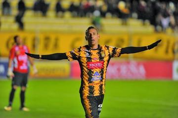 El Tigre gana y acecha al líder