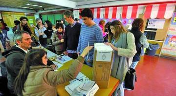 Argentinos votan para elegir a los senadores y diputados por seis años