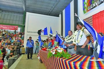 Evo pide a dirigentes que eviten divisiones y roscas dentro del MAS