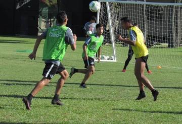 """Libertad y Racing se miden en el """"Nicolás Leoz"""""""