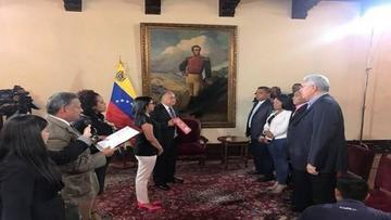 Oposición venezolana se quiebra  tras jura de cuatro gobernadores