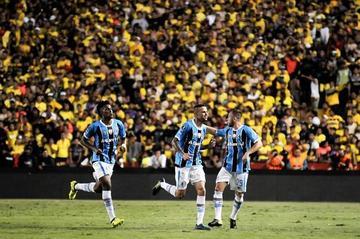 Gremio golea 3-0 a Barcelona