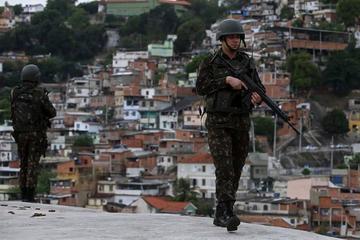 Detienen a 20 narcos en Brasil en operativo conjunto en favelas