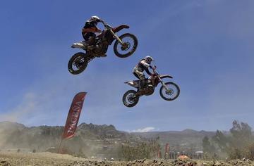 Antezana y Herboso se proclaman campeones nacionales de motociclismo