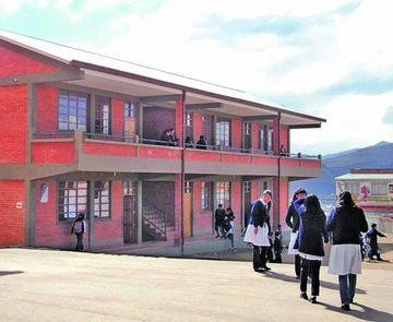 Invierten Bs 10 millones para  mejora de edificios escolares