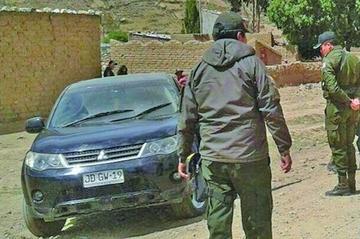 Hallan auto con placa de Chile en el norte potosino