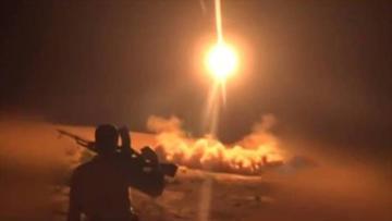 Rebeldes yemeníes lanzan un misil balístico contra Riad