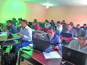 Ministerio de Educación toma examen para los cargos en direcciones