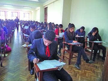 Más de 4.700 postulantes dan examen para entrar a la UATF