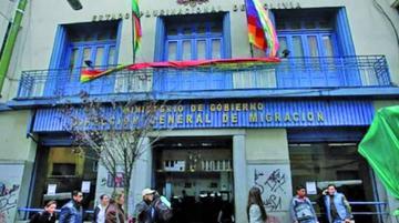 Informan que el hijo de extitular de Migración radica en Bolivia