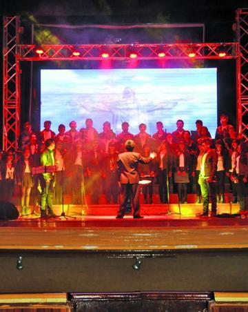 El coro Universitario canta rock en festival de cultura