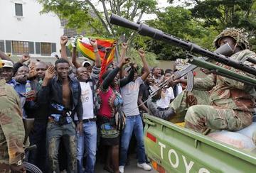 Ciudadanos en Zimbabue piden la salida del presidente Mugabe