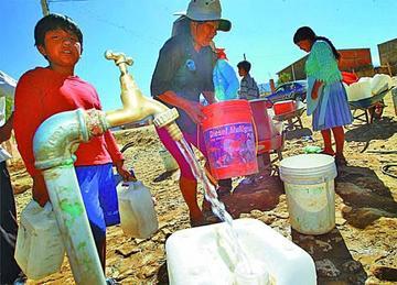 Vecinos reciben agua potable una sola vez  a la semana en Potosí