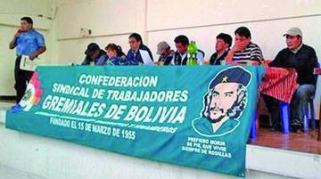 Gremiales anuncian marcha de protesta de Patacamaya a La Paz