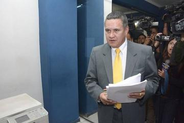 Acusan a Eduardo León de trata y tráfico pero él rechaza esta acusación