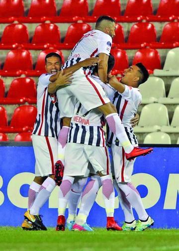 Libertad gana a Independiente en el partido de ida de la semifinal