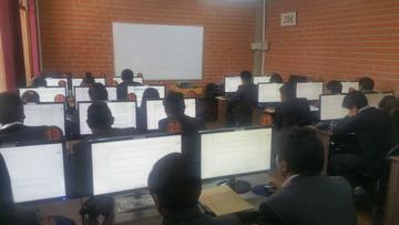 UATF aplica examen a 340 postulantes a Odontología