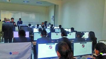 Derecho aplica exámen de ingreso para 744 postulantes