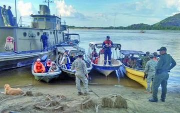 Rescatan cinco cuerpos de naufragio en un río fronterizo en Colombia