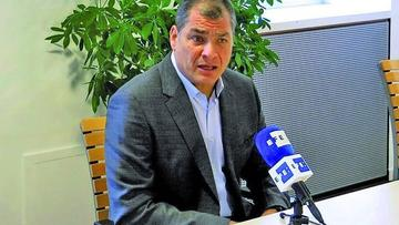Correa regresa a Ecuador para desafiar al presidente