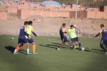 Hinojosa fortalece el trato del balón de Real Potosí