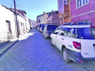 Convierten las calles en espacios de estacionamiento