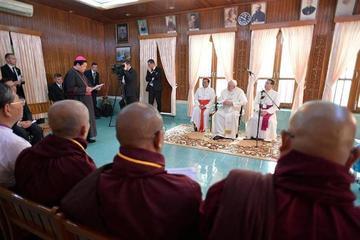 El Papa Francisco pide respetar los grupos étnicos en Birmania
