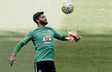 Flamengo viaja a Colombia con la duda de su portero