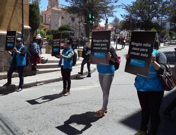 Difunden derechos de los niños en las calles de la ciudad