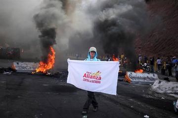 Tras violentas protestas en Honduras posponen el escrutinio electoral